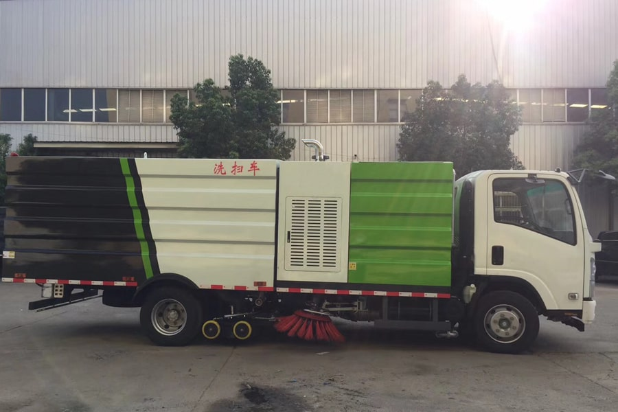 五十铃5吨洗扫车图片(车头向右正侧)