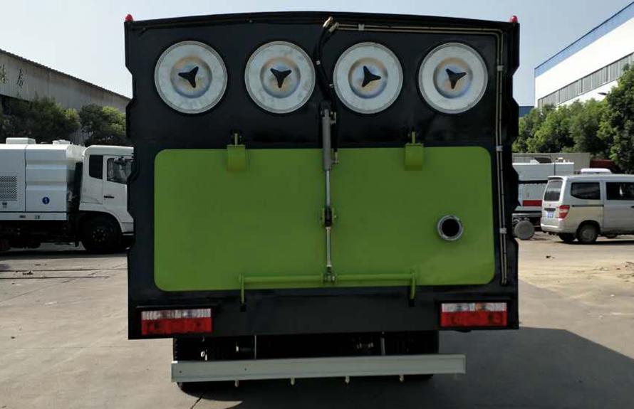 东风5吨吸尘车图片(正后)
