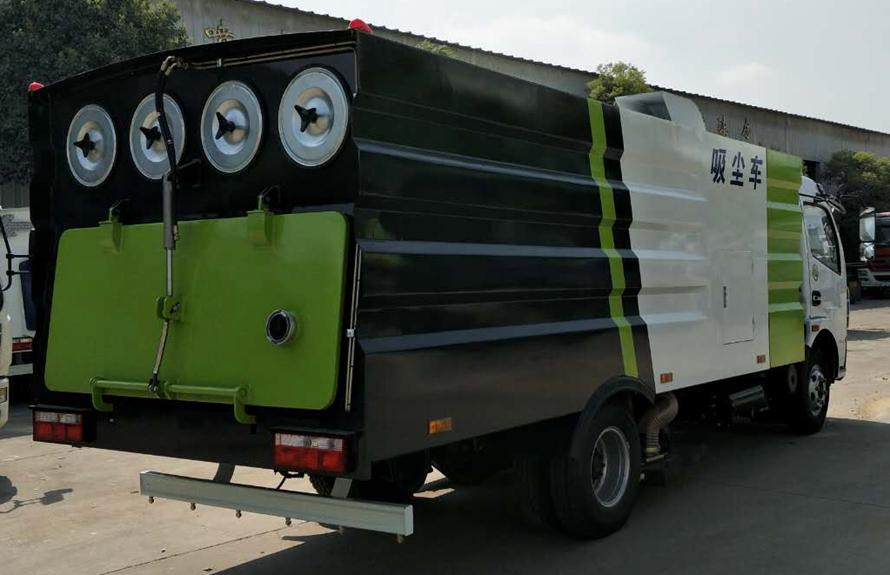 东风5吨吸尘车图片(车头向右后45度)