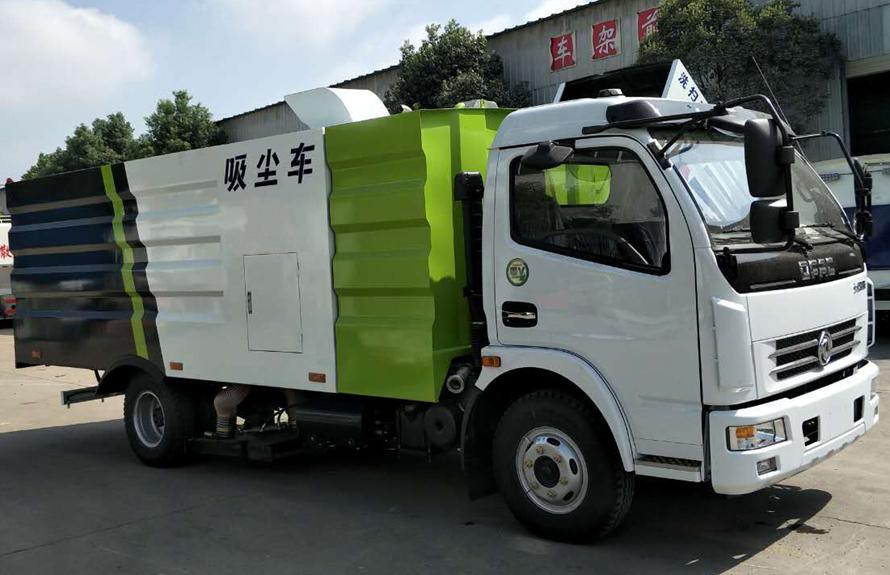东风5吨吸尘车图片(车头向右前45度)