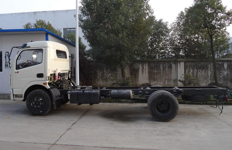 东风5吨吸尘车底盘图片(车头向左正侧)
