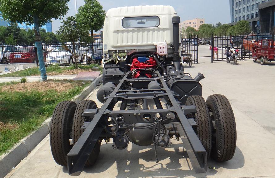东风5吨吸尘车底盘图片(正后)