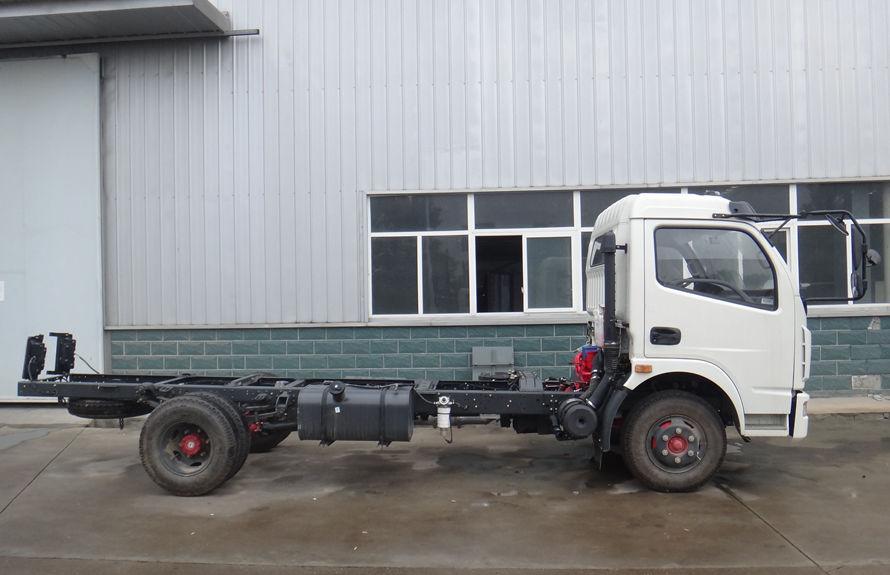 东风5吨吸尘车底盘图片(车头向右正侧)