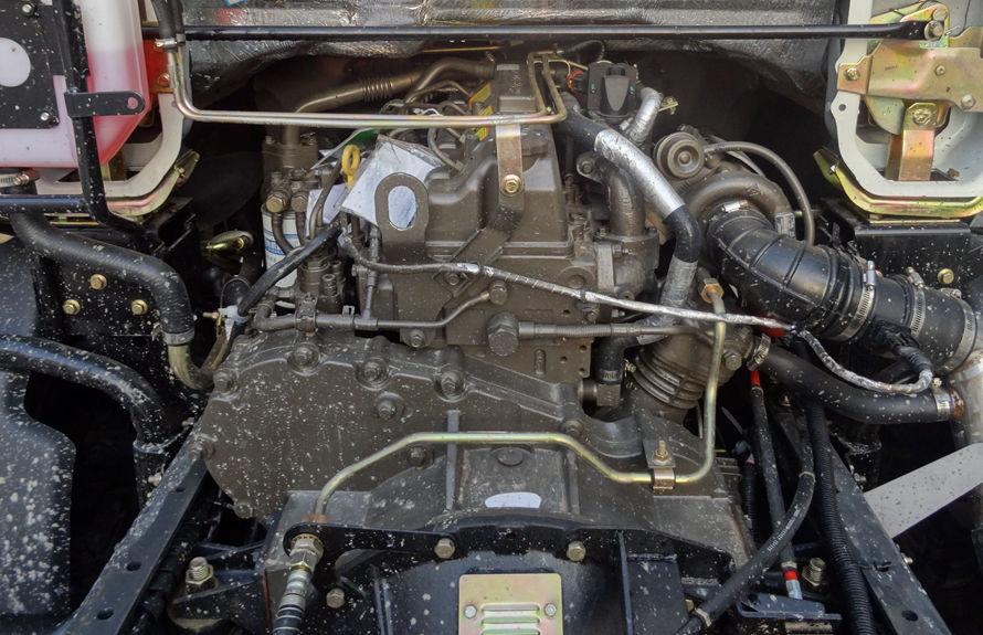 东风5吨吸尘车底盘图片(玉柴发动机)