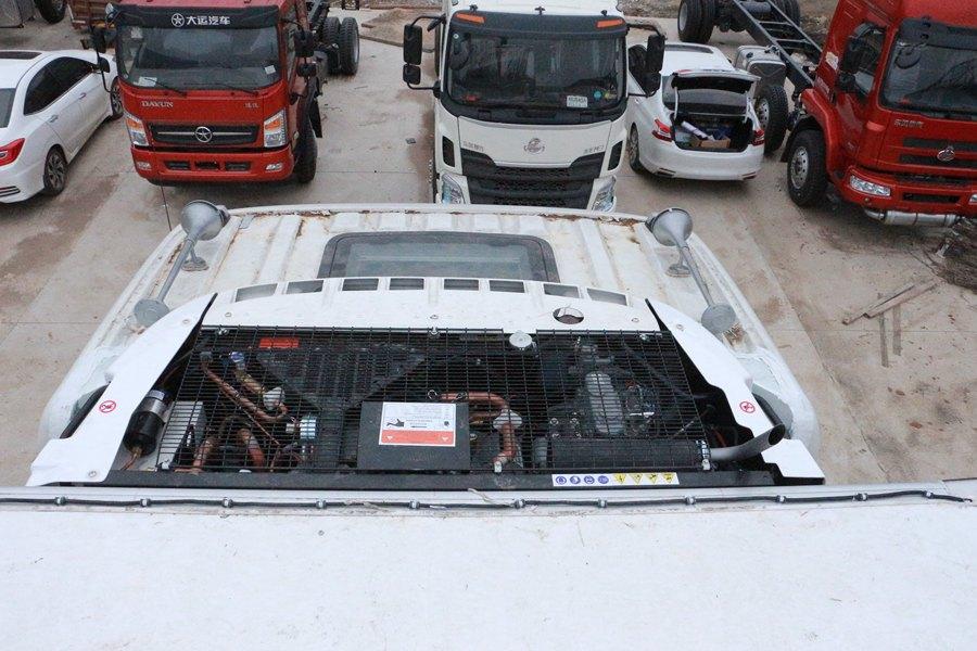 东风天龙9.6米冷藏车独立机组冷凝器图片