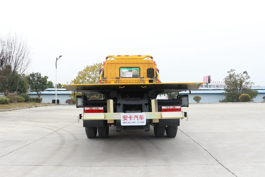 东风D97.4米清障车正后方