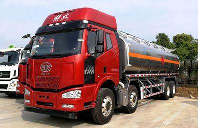 解放前四后八23吨油罐车评测