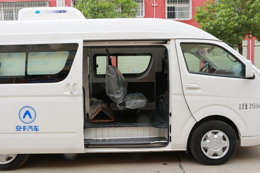福田G7面包5人坐微型冷藏车驾驶室内图片