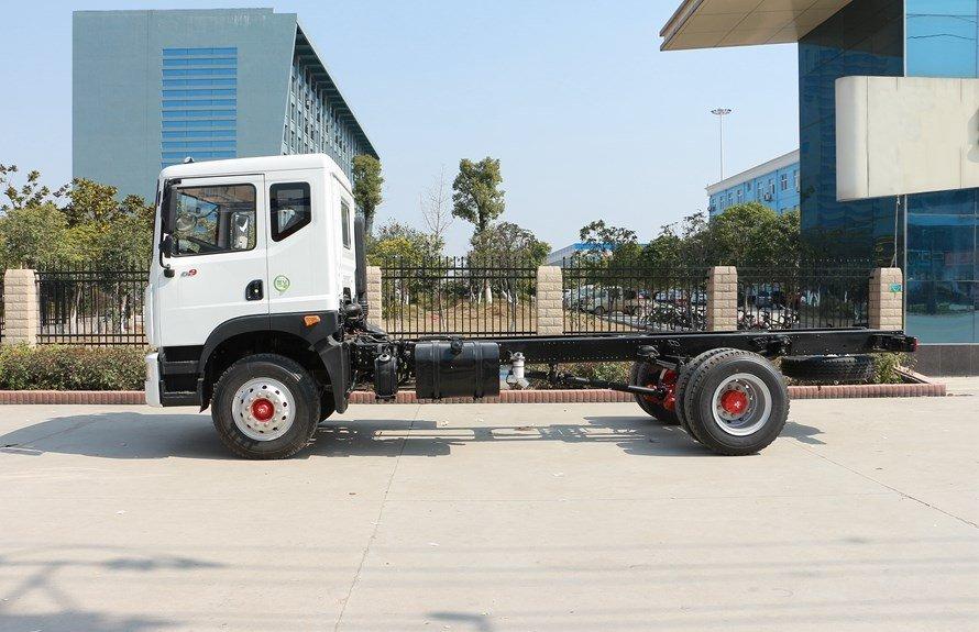 东风多利卡D9 12吨沥青洒布车正侧图片