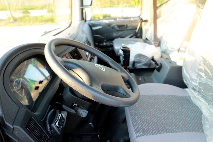 东风多利卡D9 12吨沥青洒布车驾驶室图片