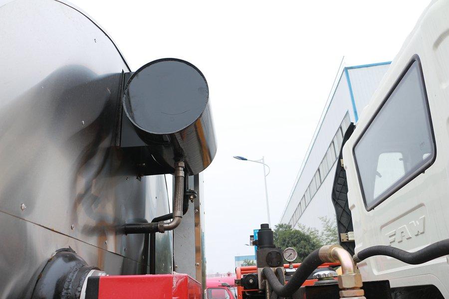 解放国六12立方沥青洒布车导热油箱图片