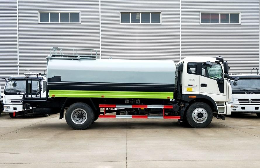 福田瑞沃12吨洒水车正侧图片