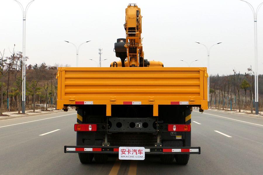徐工汉风14吨单联泵随车吊正车尾图片