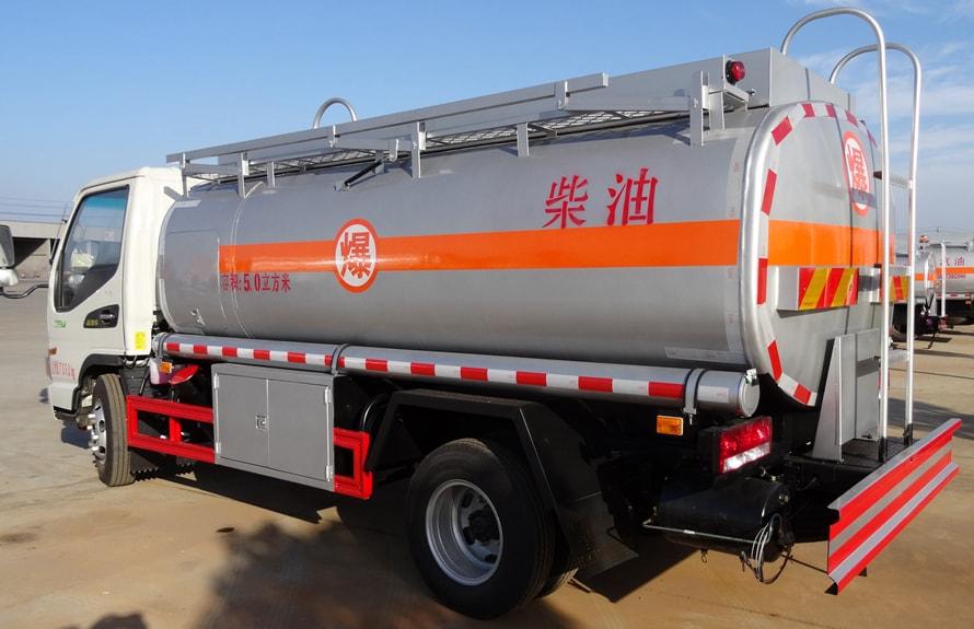 江淮5吨油罐车后45度图片
