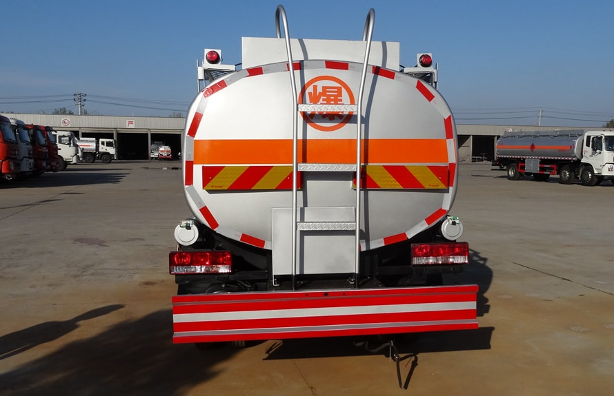 江淮5吨油罐车车尾图片