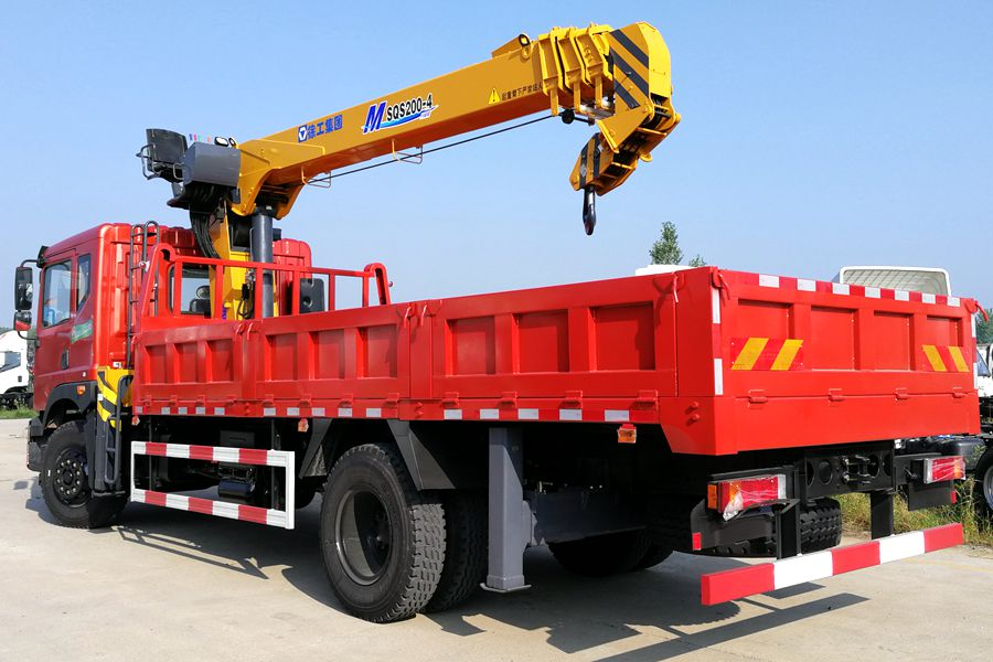 东风特商8吨双联泵随车吊后侧图片