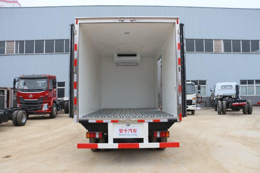 江铃顺达宽体4.2米冷藏车厢体内图片