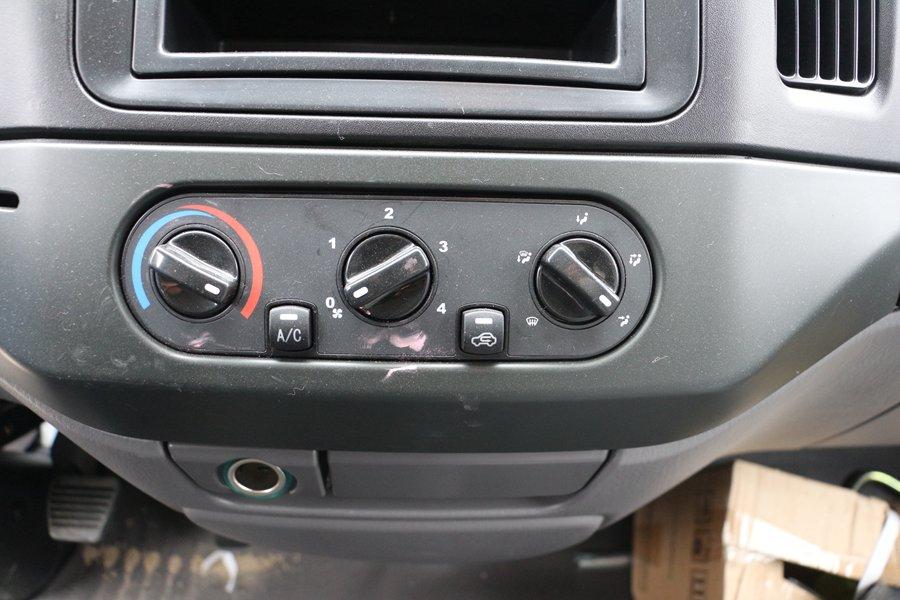 江铃顺达宽体4.2米冷藏车空调开关图片