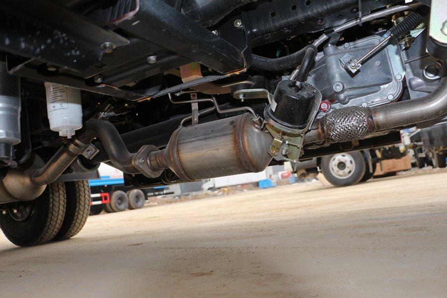 江铃顺达宽体4.2米冷藏车排气管图片